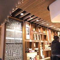 รูปภาพถ่ายที่ Caffé Medici โดย Tara R. เมื่อ 12/7/2017