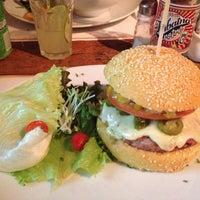 รูปภาพถ่ายที่ Big Kahuna Burger โดย André S. เมื่อ 7/5/2013