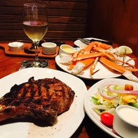 Photo taken at Outback Steakhouse by Maggie on 8/13/2017