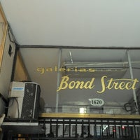 Foto tirada no(a) Bond Street por Tom em 3/25/2013