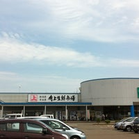 Photo taken at 角上魚類 長岡店 by isaooou on 6/10/2013