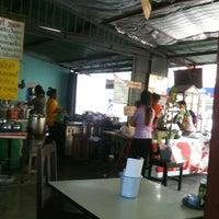 Photo taken at ร้านกาแฟโบราณป้าศรี 2009 by ยัยตา แ. on 3/23/2013