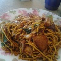 Photo taken at Sadong Indah & Catering by Egie S. on 10/24/2012
