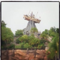 Photo taken at Disney's Typhoon Lagoon Water Park by Darin on 6/11/2013