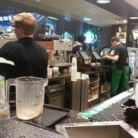 Foto tomada en Starbucks por Evernome M. el 4/12/2013