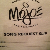 Photo taken at Mojo's Dueling Piano Bar by Debbie on 6/16/2013