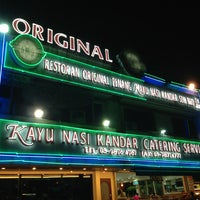 Photo taken at Original Penang Kayu Nasi Kandar by Muhd D. on 2/13/2013