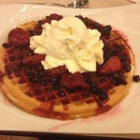 Foto diambil di Crepes & Waffles oleh Felipe pada 3/14/2013