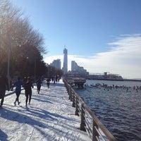 Foto tirada no(a) Hudson River Running Path por Justin C. em 1/26/2013