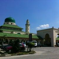 Foto scattata a Masjid al-Hasanah مسجد الحسنة da هوزايفه أويس il 6/29/2013