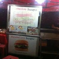 Photo taken at Papamalloy Burger by هوزايفه أويس on 6/10/2013
