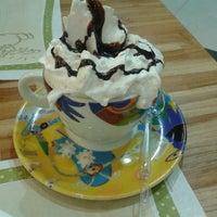 Photo taken at Momo Confeitaria by Leandrinho Durb on 11/4/2012