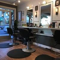 11/7/2017 tarihinde David H.ziyaretçi tarafından MOE's Barbershop and Beauty Parlor'de çekilen fotoğraf
