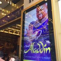 Foto scattata a Aladdin @ New Amsterdam Theatre da tsuyoshi o. il 4/29/2017