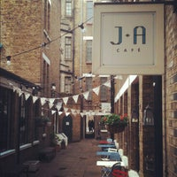 10/30/2012 tarihinde Nonusualziyaretçi tarafından J+A Café'de çekilen fotoğraf