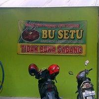Photo taken at Ayam Panggang Bu Setu Karangrejo by arief h. on 11/14/2015