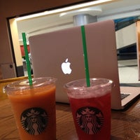 Photo taken at Starbucks by Brizcocho 💋 on 10/16/2012