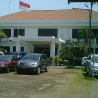 Photo taken at Dinas Pendidikan Kota Surabaya by teuku r. on 10/22/2012