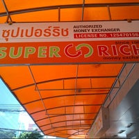 Photo taken at Super Rich 1965 by Peerapong A. on 10/18/2012