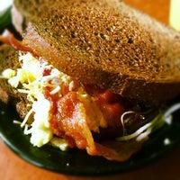 Снимок сделан в The Caf' пользователем Abraham U. 10/4/2012