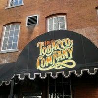 Das Foto wurde bei The Tobacco Company von Go Girl Taxicab am 3/10/2013 aufgenommen
