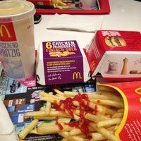 Das Foto wurde bei McDonald's von Geovanny C. am 3/26/2013 aufgenommen