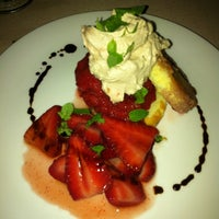 Photo prise au Harlow's Fine Cuisine and Crafted Cocktails par 💜Feli Baby Precious💜 N. le3/16/2013