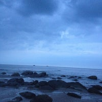 Photo taken at Hua Hin Beach by อินู๋แนน on 10/6/2012