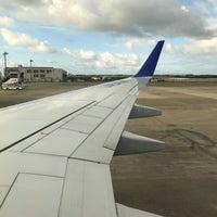 Photo taken at 新石垣空港 6番搭乗口 by kiarino 2. on 1/19/2018