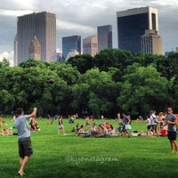 Foto tirada no(a) Sheep Meadow por Kyan Y. em 6/2/2013