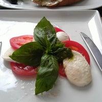 Foto tirada no(a) Momento / Моменто пиццерия por Anatolii A. em 9/15/2012