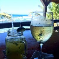 Foto tomada en Kai Beach Bar &  Restaurant por Albert C. el 1/25/2015