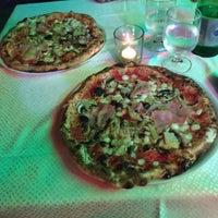 Foto scattata a Pizzeria Vesuvio da Štefan C. il 9/20/2015