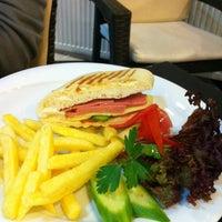 10/10/2012 tarihinde Ümit F.ziyaretçi tarafından Green Garden Cafe & Restaurant & Nargile'de çekilen fotoğraf