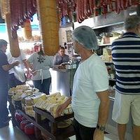 Foto tirada no(a) Padaria Italiana São Domingos por Ricardo F. em 10/21/2012