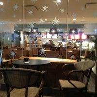 Das Foto wurde bei Starbucks von Danya D. am 12/10/2012 aufgenommen