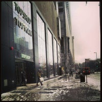 1/24/2013 tarihinde Keilon L.ziyaretçi tarafından Topshop Topman'de çekilen fotoğraf