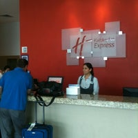 Photo taken at Holiday Inn Express by InverHoteles G. on 7/27/2011