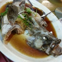 Photo taken at 大茄来海鲜餐厅 Welcome Seafood Restaurant by Alex O. on 9/20/2012