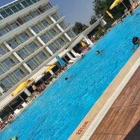 7/26/2017 tarihinde Arda S.ziyaretçi tarafından Pelikan Otel Yüzme Havuzu'de çekilen fotoğraf