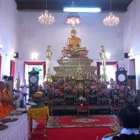 Photo taken at วัดหิรัญรูจีวรวิหาร (วัดน้อย) Wat Hiran Ruchi Worawihan (Wat Noi) by Nutty P. on 10/26/2014