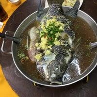 Photo taken at Restoran Kari Kepala Ikan Tiga by GG on 11/21/2016