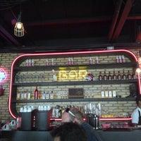 Foto tirada no(a) Buddies Burger & Beer por Andre F. em 12/19/2012