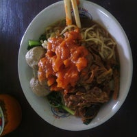 Photo taken at Bakso Kliwon Kalitanjung by ADWIN H. on 9/10/2013