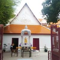 Photo taken at เทวสถาน (โบสถ์พราหมณ์) Dhevasathan (Brahmin Shrines) by เอซี่ เ. on 10/2/2016