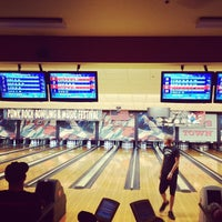Foto tomada en Sam's Town Bowling Center  por Ever H. el 5/26/2013