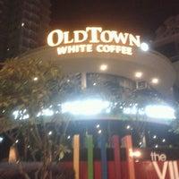 Photo taken at OldTown White Coffee by Sang H. on 10/22/2012