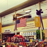 Photo taken at Stop & Shop by Manchun W. on 5/28/2013