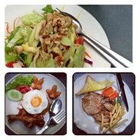 Photo taken at Steak ลุงหนวด ซอยประดิพัทธิ์ 18 by Ning_Ratthanan on 11/18/2012
