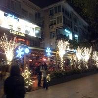 Foto tomada en Cafe Cadde por Elif S. el 12/23/2012